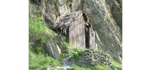 chinese settlers hut: