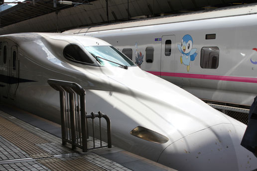 Shinkansen: Looking like a dragon with splattered bug on the front